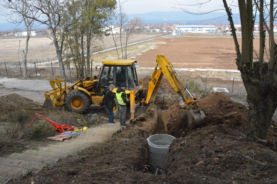 """Радови на превезивању корисника на новоизграђену водоводну и канализациону мрежу, на локацији """"виноградарски институт"""""""